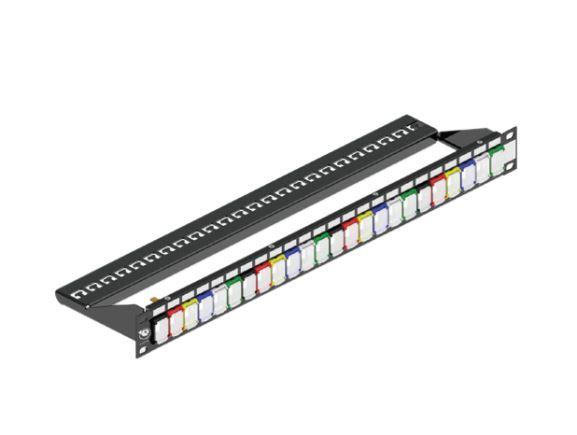 LEVITON MMCPNLX24SIJ2DCI patch panel pro 24 modulů, vyvaz.lišta, s černými rámečky portů s krytkami, 1RU